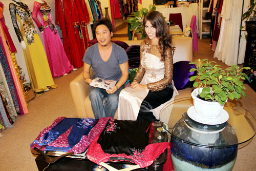 Hoa hậu Nga duyên dáng áo dài Việt - 6