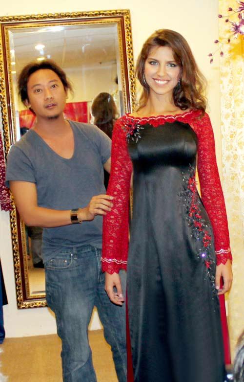 Hoa hậu Nga duyên dáng áo dài Việt - 8