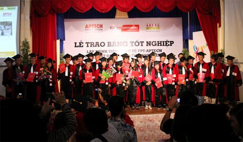 FPT-Aptech và FPT-Arena trao bằng tốt nghiệp cho 234 sinh viên - 2