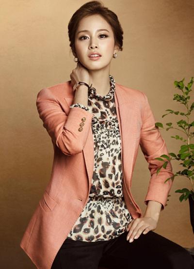 Ngắm thời trang hiện đại của Kim Tae Hee - 5