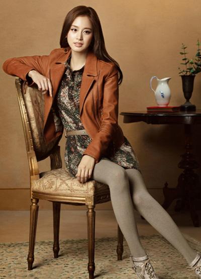 Ngắm thời trang hiện đại của Kim Tae Hee - 7