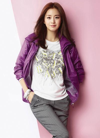 Ngắm thời trang hiện đại của Kim Tae Hee - 10