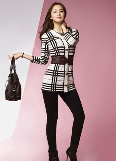 Ngắm thời trang hiện đại của Kim Tae Hee - 15