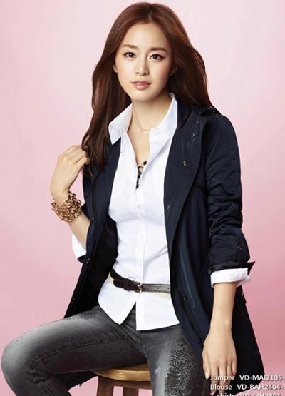 Ngắm thời trang hiện đại của Kim Tae Hee - 17