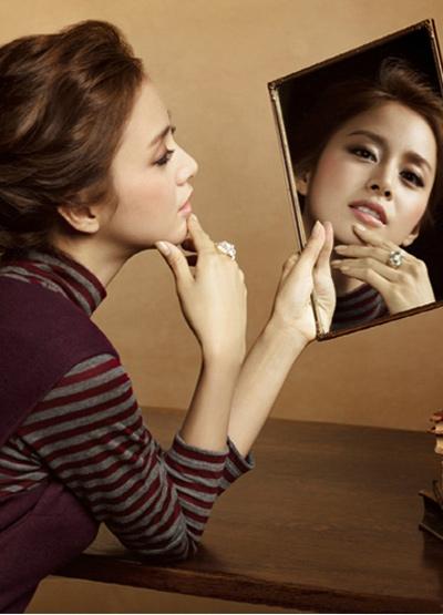 Ngắm thời trang hiện đại của Kim Tae Hee - 21