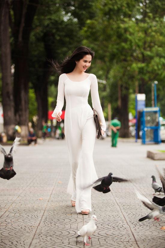Ngọc Trinh đẹp rạng ngời với áo dài - 3