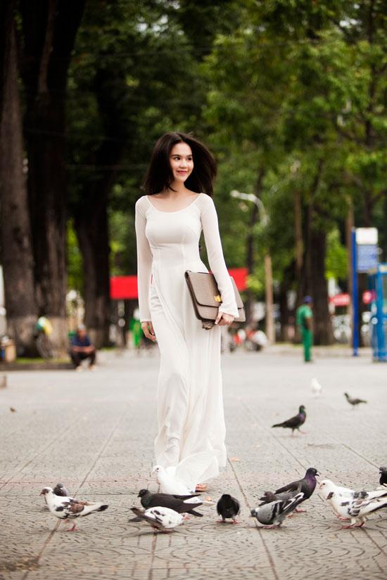 Ngọc Trinh đẹp rạng ngời với áo dài - 2