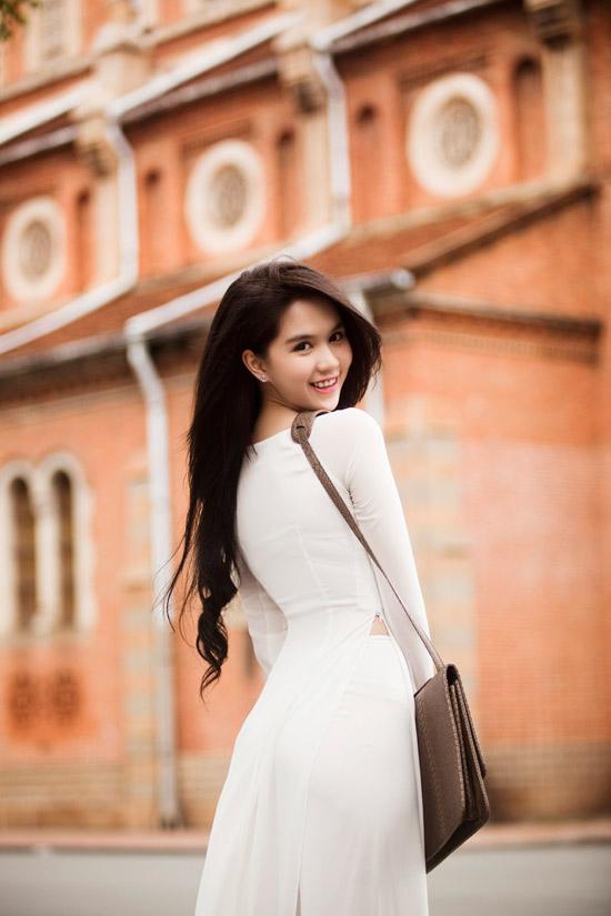 Ngọc Trinh đẹp rạng ngời với áo dài - 9
