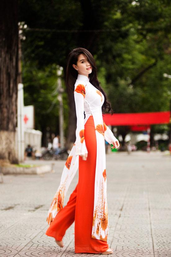 Ngọc Trinh đẹp rạng ngời với áo dài - 15