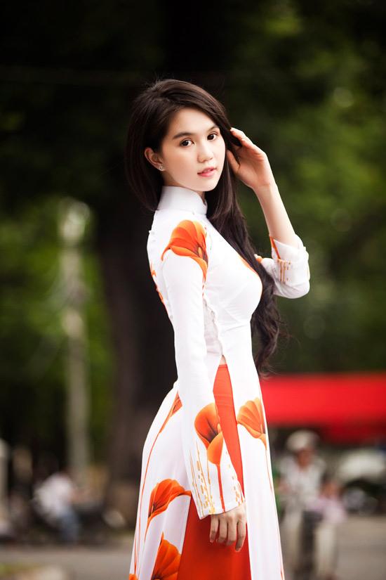 Ngọc Trinh đẹp rạng ngời với áo dài - 14