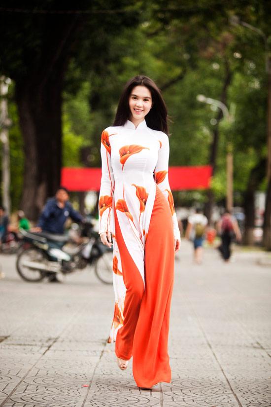 Ngọc Trinh đẹp rạng ngời với áo dài - 11