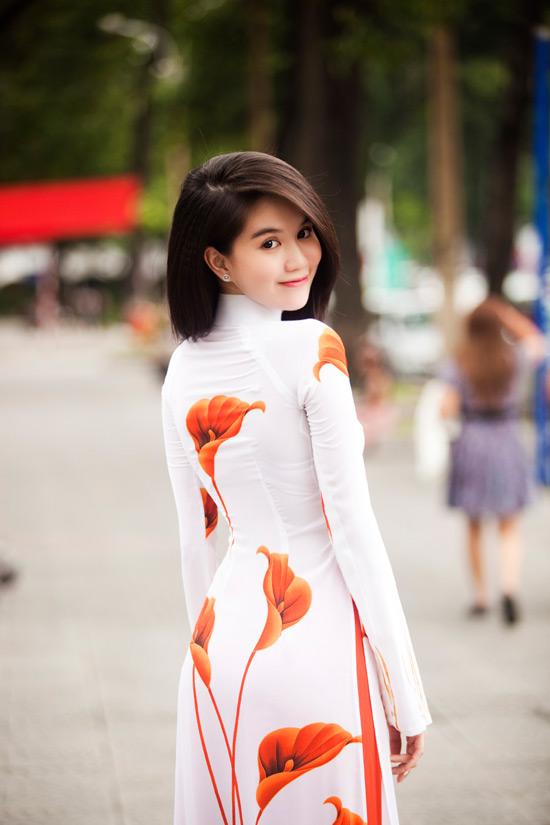 Ngọc Trinh đẹp rạng ngời với áo dài - 12