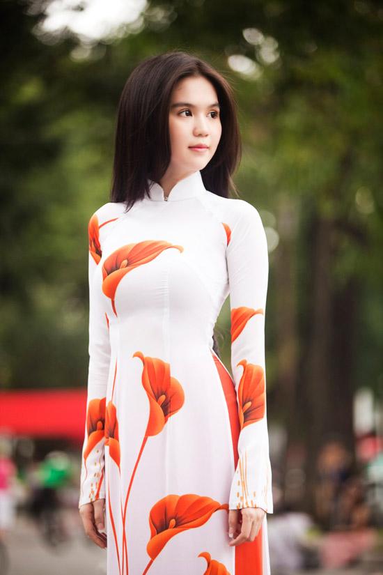 Ngọc Trinh đẹp rạng ngời với áo dài - 13