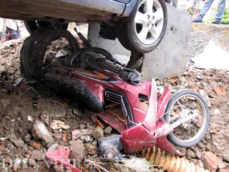 """Kinh hoàng """"xe điên"""" gây tai nạn liên hoàn - 2"""