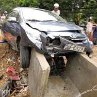 """Kinh hoàng """"xe điên"""" gây tai nạn liên hoàn"""