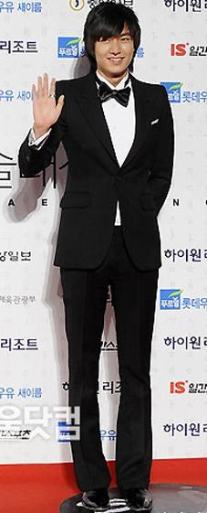 """""""Chấm điểm"""" thời trang của Lee Min Ho - 6"""