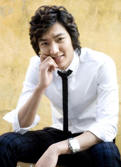 """""""Chấm điểm"""" thời trang của Lee Min Ho - 4"""