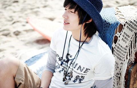 """""""Chấm điểm"""" thời trang của Lee Min Ho - 11"""