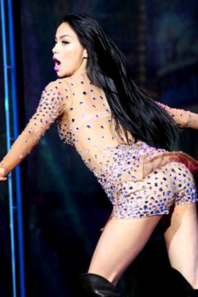 """Ca sỹ nữ và """"dịch"""" thiếu vải thừa da, Ca nhạc - MTV, sao nu sexy, thu minh, ho ngoc ha, Lady Gaga, Rihanna, Miley Cyrus, ca nhac, tin tuc"""
