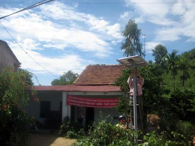 Lắp đặt miễn phí pin năng lượng mặt trời cho hộ nghèo - 1