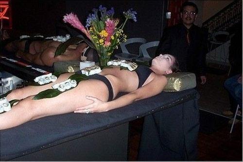 'Mốt' ăn sushi trên cơ thể mẫu nude - 1