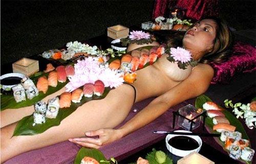 'Mốt' ăn sushi trên cơ thể mẫu nude - 4
