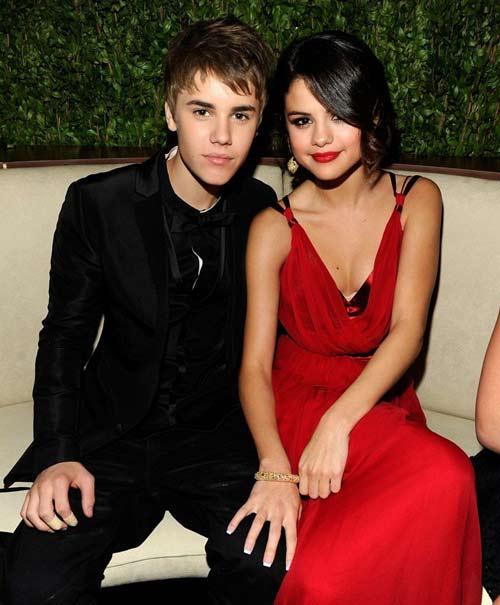 Justin Bieber và Selena Gomez 'khỏa thân' - 4