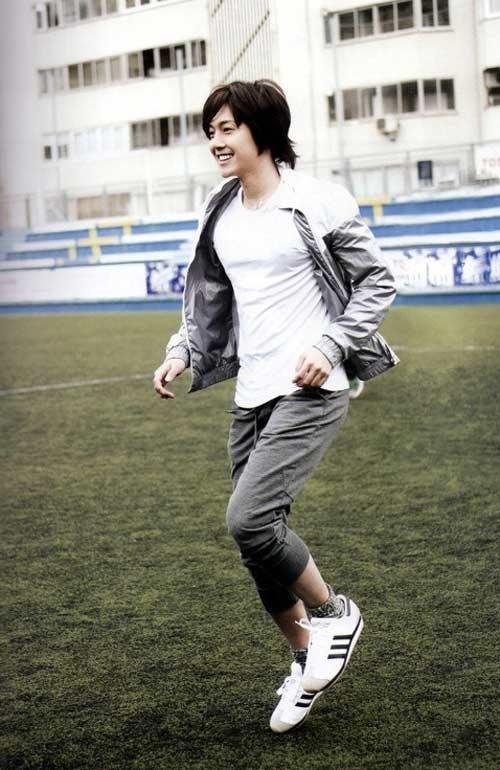 Kim Hyun Joong: Hoa hồng luôn có gai - 1