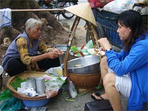 Cụ bà và gánh xôi lâu đời nhất Sài Thành - 1