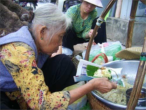 Cụ bà và gánh xôi lâu đời nhất Sài Thành - 2