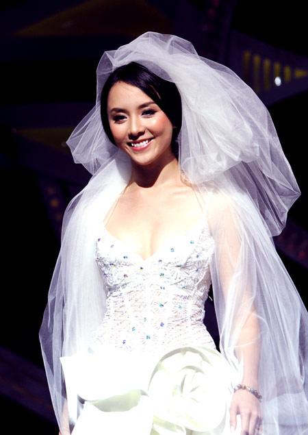 Video độc: Đám cưới của á hậu Thiên Lý - 1