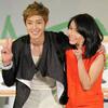 F4 Kim Hyun Joong cười phớ lớ bá vai fan Việt
