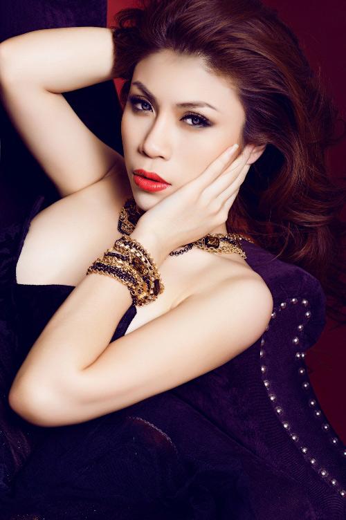 Uyên Trang sexy khi hát nhạc... 'sến' - 3