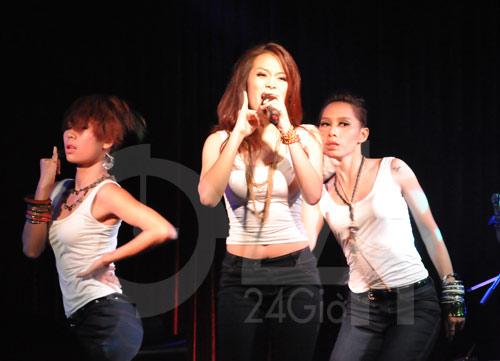 Hoàng Thùy Linh hát và nhảy bốc lửa - 4