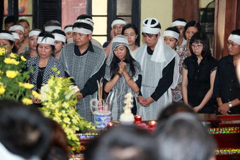 Đám tang đẫm lệ NS Hồng Sơn - 4