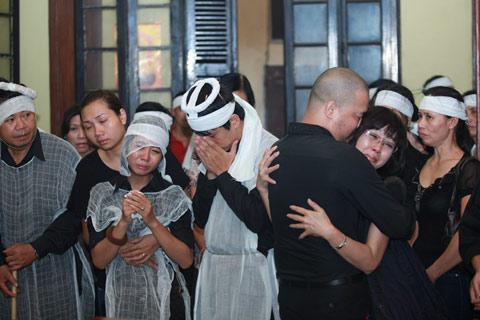 Đám tang đẫm lệ NS Hồng Sơn - 14
