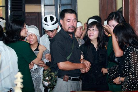 Đám tang đẫm lệ NS Hồng Sơn - 15