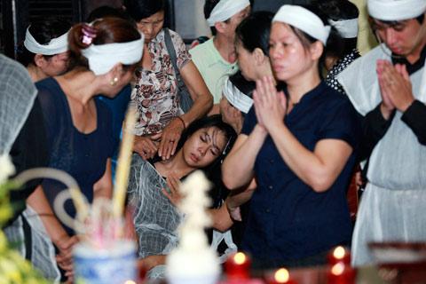 Đám tang đẫm lệ NS Hồng Sơn - 16
