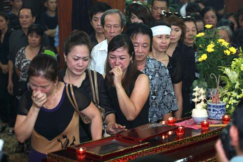 Đám tang đẫm lệ NS Hồng Sơn - 12