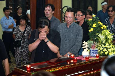 Đám tang đẫm lệ NS Hồng Sơn - 11