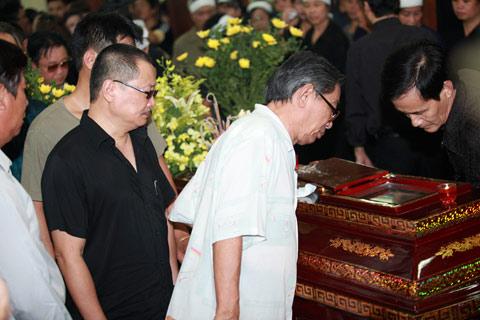 Đám tang đẫm lệ NS Hồng Sơn - 5