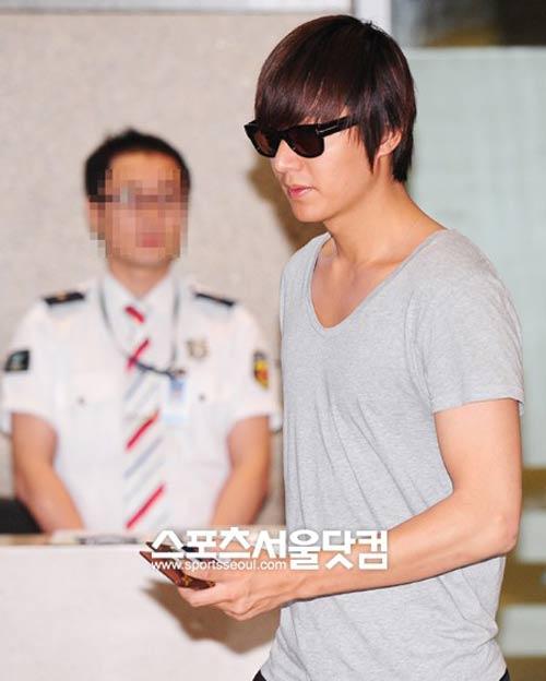 Lee Min Ho lại toả sáng tại sân bay - 4