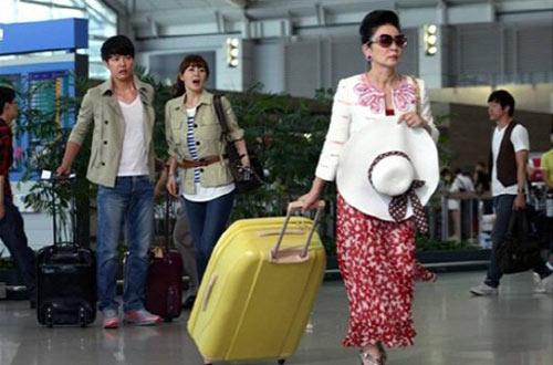Lee Min Ho lại toả sáng tại sân bay - 9