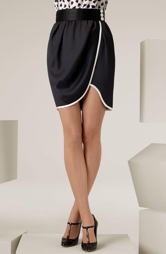 Công sở khoe chân thon với váy quấn - 7