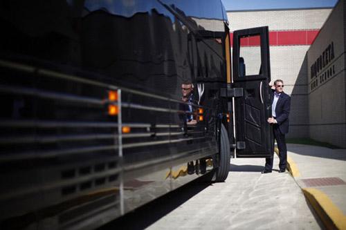 Chiếc xe buýt giá 1,1 triệu USD của Obama - 11