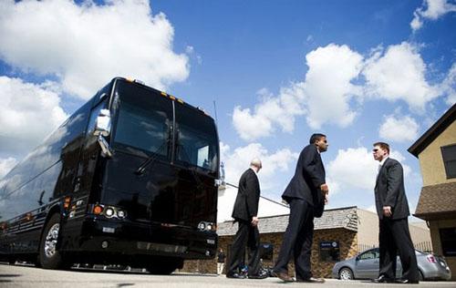 Chiếc xe buýt giá 1,1 triệu USD của Obama - 4