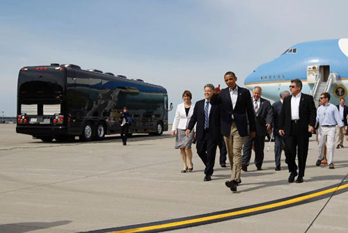 Chiếc xe buýt giá 1,1 triệu USD của Obama - 5
