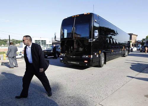 Chiếc xe buýt giá 1,1 triệu USD của Obama - 10