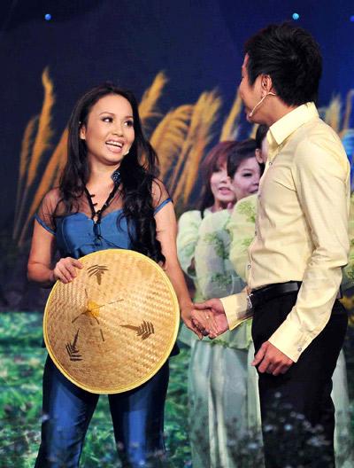 Chấm điểm sao Việt xấu đẹp với áo bà ba - 3