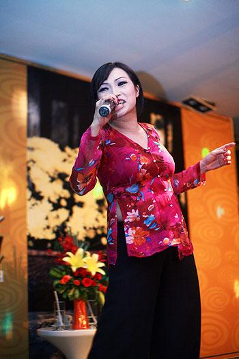 Chấm điểm sao Việt xấu đẹp với áo bà ba - 11